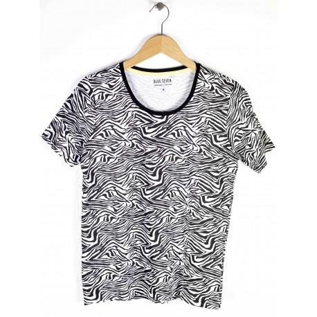 Blue Seven Women's T-shirt Giraffe Pattern